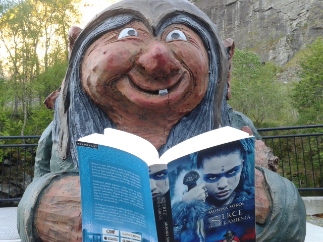 """Nawet trolle czytają """"Serce kamienia"""" ;-)"""